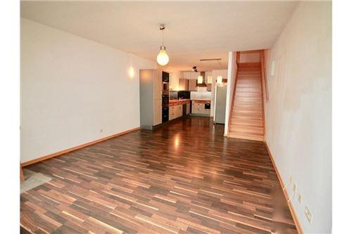Wohnzimmer - Küche - Aufgang
