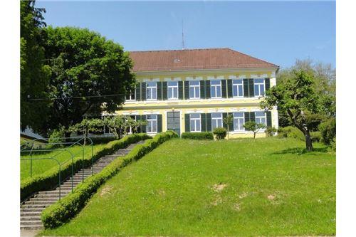 Villa - alte Schule