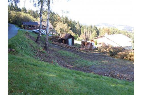 Grundstück mit Bauhütte