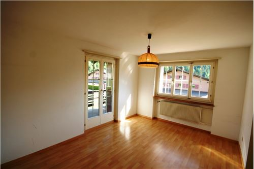 Zimmer mit Zugang Balkon