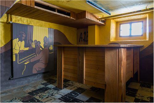 kleine Bar im Untergeschoss