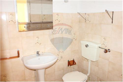 WC com banheira.