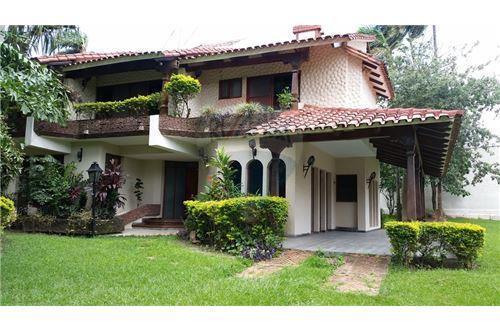 Casa en venta santa cruz de la sierra santa cruz for Casa la mansion santa cruz bolivia