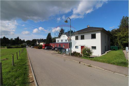 RE/MAX Premium, Maison isolée en vente à Consdorf