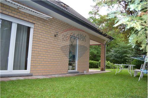 RE/MAX Premium, Maison en vente à Biwer, Wecker