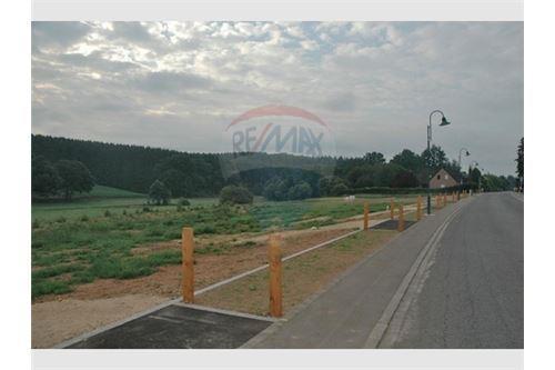 RE/MAX United Terrain à vendre à Colpach-Haut