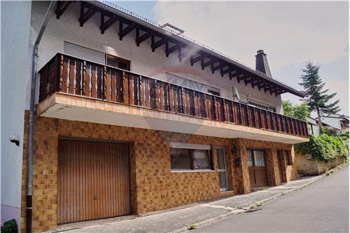 RE/MAX Premium, maison bi-familiale à Balesfeld