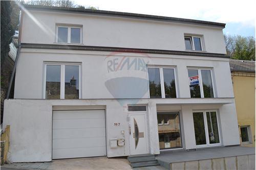 RE/MAX Premium, Maison en vente à Limpertsberg