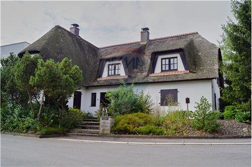 RE/MAX Premium, Villa à vendre à Diekirch