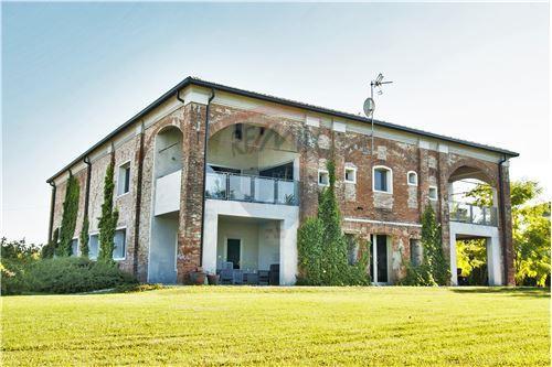Ferrara, FE - In vendita - 1.000.000 €