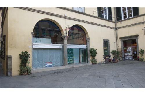 Commerciale negozi in vendita lucca 30811001 825 for Negozi arredamento lucca