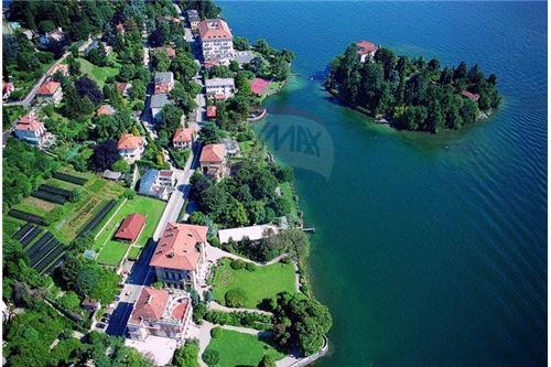 Lakefront location