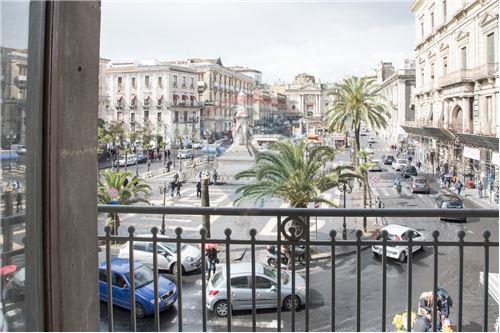 Vista su Piazza Stesicoro