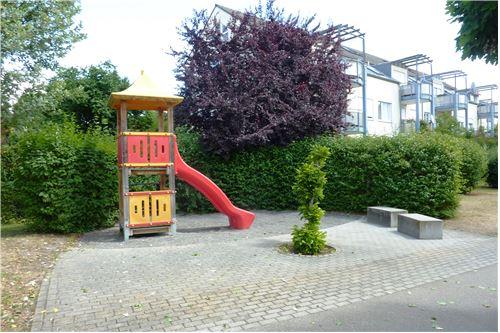 Eignere Spielplatz in der Wohnanlage