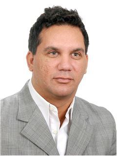 Carlos Esquivel - RE/MAX Futuro