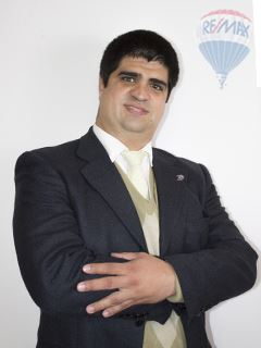 John Valles - RE/MAX Excelencia