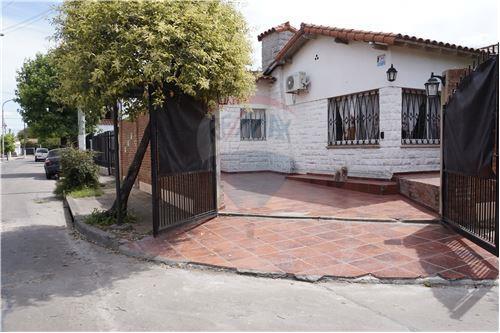 Casa venta ciudad jardin lomas del palomar gran for Casas en ciudad jardin el palomar