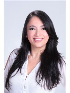 Helena Carvajal Hurtado - RE/MAX Top Inmobiliaria