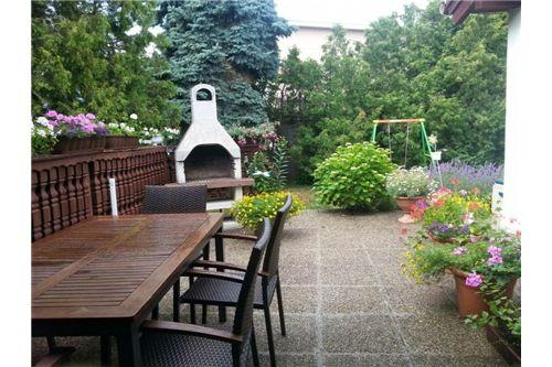 01 Terrasse im Sommer