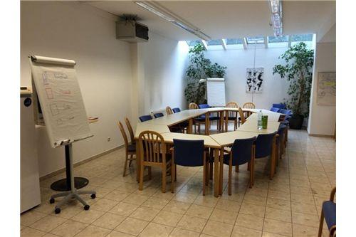 zentraler Besprechungsraum