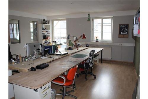 1-Remax-Eisenstadt-Außenansicht, Büro im OG