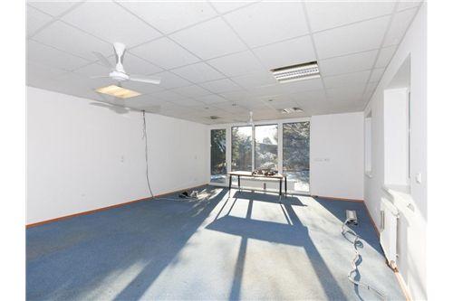 ein riesiger Büroraum
