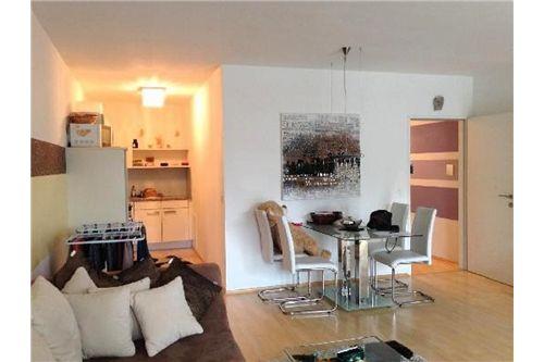 Zimmer + Küche