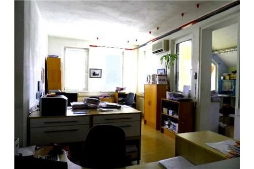 Empfangbereich mit Büro EG