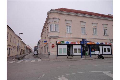 2 Geschäftslokal - Hauptplatz - Bruck/Leitha