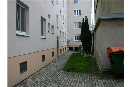 2-REMAX-Eisenstadt-Innenhof