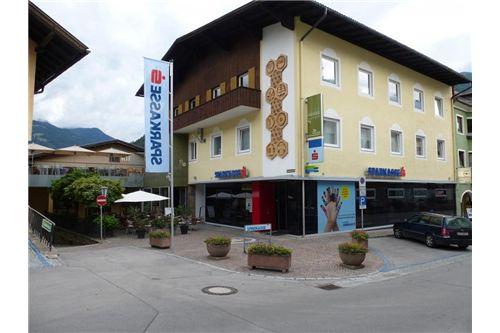 Wohn- & Geschäftshaus