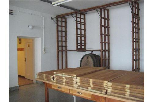 Lagermöglichkeiten, großer Tisch