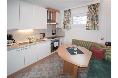 Pettneu-Wohnung-Küche