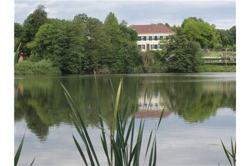 Villa mit Seeblick! ehemalige Schule!