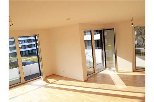 Sonniges Wohnzimmer 1.