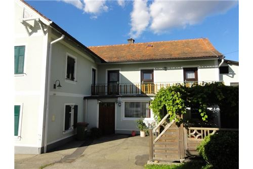 Bürgerhaus mit Gastraum & Gästezimmer & Wohnung