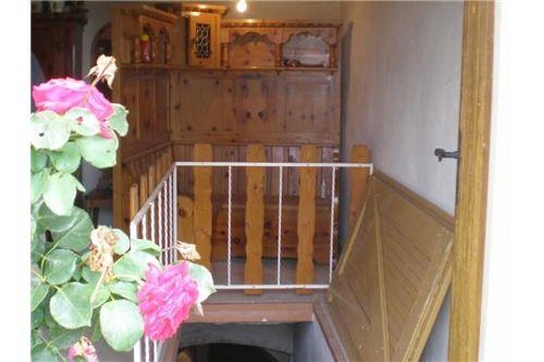 Stüberl mit Kellerabgang
