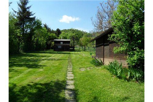 Garten mit Gartenhaus und Schuppen