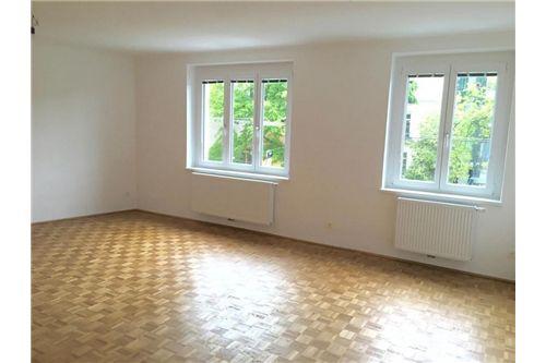 Großes, helles Wohnzimmer 31m2