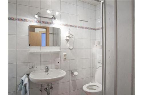 Pettneu-Wohnung-Bad