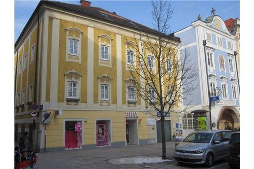 Hausansicht mit Nachbarhäuser am Ennser Stadtplatz