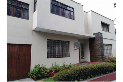 300 45 SqM Country Home For Sale, located at San Isidro, Lima | Peru