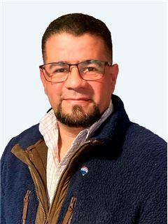 Victor Morales Guevara - RE/MAX - EXCLUSIVE