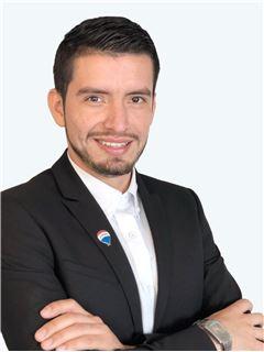 Carlos Lara - RE/MAX - CENTRAL
