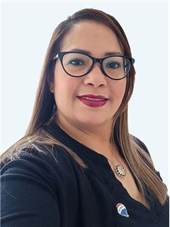 Daniela Valencia - RE/MAX - EXCLUSIVE