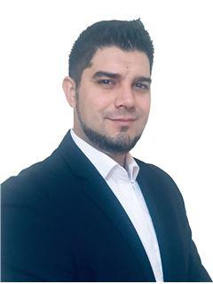 Hernan Flores - RE/MAX - TITANIO