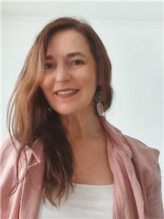 Alejandra Villegas - RE/MAX - SUPREME
