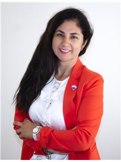 Claudia Quezada - RE/MAX - CENTRAL