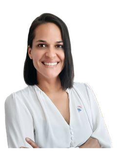Claudia Olmos - RE/MAX - REALTY
