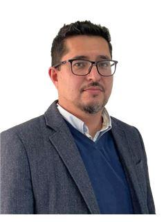 Victor Lamas - RE/MAX - TITANIO